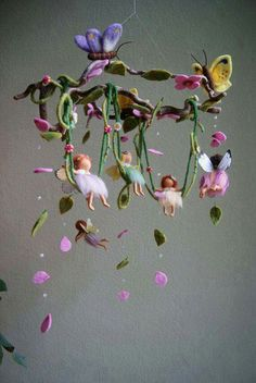 A gallery of felted mobiles from Naturechild. Here you can find mobiles with fairies, Peter Pan and Wendy, butterflies, fairies on a swing, and many more. Fairy Crafts, Felt Crafts, Wet Felting, Needle Felting, Felt Fairy, Flower Fairies, Clay Fairies, Fairy Dolls, Felt Dolls