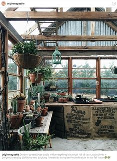 How to make the small greenhouse? There are some tempting seven basic steps to make the small greenhouse to beautify your garden. Backyard Greenhouse, Backyard Landscaping, Pallet Greenhouse, Simple Greenhouse, Greenhouse Ideas, Dream Garden, Home And Garden, Terrasse Design, Greenhouse Interiors