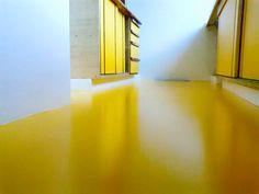 Pintura de piso com tinta Epoxi aqui deixou o ambiente mais alegre!Entre em contato conosco. contato@mmrepresentacoes.com.br #piso #pinturaempiso #reformasepintura #decoração #decor #interiores #designinteriores #design #areasinternas  www.facebook.com/mmrepresentacoes