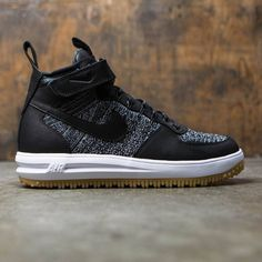 Men's Nike Lunar Force 1 Flyknit Workboot refreshes its classic basketball look with a water-resistant upper and hits of reflectivity. Its Lunarlon foam midsole keeps things plush while a rugged outsole dominates slippery, wet conditions. Vintage Nike, Vintage Shoes Men, T Shirt Nike, Shorts Nike, Best Sneakers, Sneakers Fashion, Sneakers Nike, Running Sneakers, Running Shoes