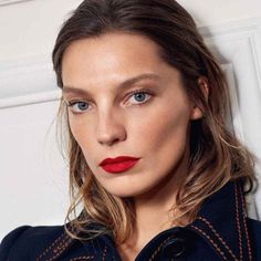 Daria Webowy | fresh face and matte red lips