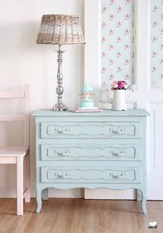 shabby look diy ideen flurdekorationen beistelltisch spiegelrahmen mit geschn rkel ideen. Black Bedroom Furniture Sets. Home Design Ideas