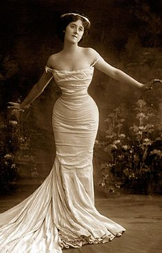 I love this gown - its so amazing to me that we recreate this same gown over and over again..with every decade.