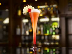 Looking for the perfect gin cocktails to quench your thirst this Thirsty Thursday? Look no further than my pick for the 5 best gin cocktails. Singapore Sling Cocktail, Best Gin Cocktails, Spiked Cider, Cocktail List, Cocktail Shaker, Cocktail Recipes, Cherry Liqueur, Cherry Brandy, Highball Glass