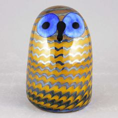 """Oiva Toikka's observant """"Owlet"""" (Pikku pöllö) with rounded form, mottled brown color, and attentive expression. Mouth-blown and hand crafted glass art from Iittala in Finland. Glass Birds, Owl, Museum, Display, Ceramics, Artist, Design, Floor Space, Ceramica"""