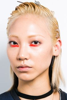 Bright orange eye makeup at Peter Som Spring/Summer 2015