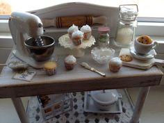 Hornear pastelitos miniatura lamentable mesa