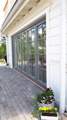This particular photo is undeniably a remarkable style const.- This particular photo is undeniably a remarkable style construct. This particular photo is undeniably a remarkable style construct. Carriage Garage Doors, Wood Garage Doors, Garage Door Design, Garage Bedroom Conversion, England Houses, Roller Doors, French Doors Patio, Weekend House, Aluminium Doors