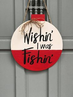 Fun crafts Round Wood Signs Door Hangers Ideas Quench the thirst for knowledge Educa Crafts To Sell, Diy Crafts, Fisherman Gifts, Wooden Door Hangers, Cross Door Hangers, Diy Signs, Wooden Crafts, Spring Crafts, Wood Doors