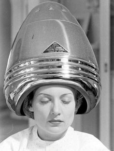 Carole Lombard drying her hair. By Alfred Eisenstaedt.