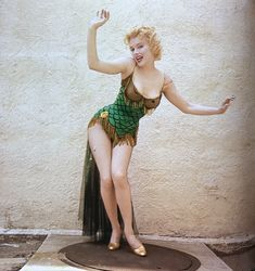FULL BETTER QUALITY- MADE BY FOREVER MARILYN KREATIONS Marilyn Monroe Stil, Estilo Marilyn Monroe, Marilyn Monroe Photos, Marylin Monroe Body, Vintage Hollywood, Classic Hollywood, Marilyn Moroe, Cinema Tv, Norma Jeane