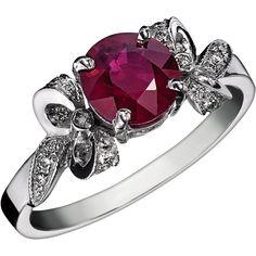 AMICIE : Bague en or blanc rubis rond au centre entourage sertie de diamants en forme de ruban #bague #orblanc #diamants #bijoux #luxe #valeriedanenberg #rubis