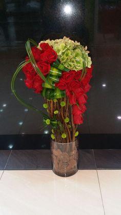 Tropical Flower Arrangements, Modern Floral Arrangements, Creative Flower Arrangements, Flower Centerpieces, Flower Decorations, Unique Flowers, Exotic Flowers, Amazing Flowers, Hotel Flowers