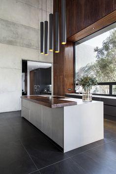 Kitchen trends Dark floors Handle-less units Th Concrete Kitchen, Stone Kitchen, Granite Kitchen, Stainless Steel Kitchen, Concrete Countertops, Kitchen Countertops, New Kitchen, Kitchen Tops, Kitchen White