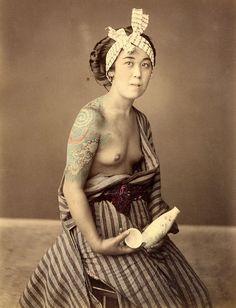 The Tattooed Geisha Japanese Photography, Old Photography, Yokohama, Yakuza Girl, Make Love, Samurai, Japan Tattoo, Japan Photo, Irezumi