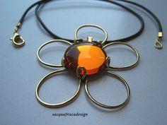 Pendente in ottone lucido e cabo in vetro color miele ,disegno e realizzazione sono opera del mio ingegno.