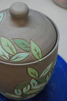 Sgraffito pattern is used sparingly and wraps around the surface, inclusind the lid of this lovely jar. Delicate hues of green are applied individually for a look that flows and has more interest than if it had just one hue of green. Sgraffito, Ceramic Clay, Ceramic Pottery, Pottery Art, Ceramic Techniques, Pottery Techniques, Pottery Painting, Ceramic Painting, Beginner Pottery