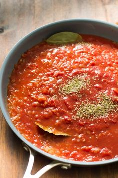 How to make Basic Tomato Sauce (Quick-cooking marinara Basic Tomato Sauce Recipe, Homemade Tomato Sauce, Homemade Pasta, Simple Tomato Sauce, Tomato Paste Sauce, How To Make Tomato Sauce, Sauce Recipes, Pasta Recipes, Cooking Recipes