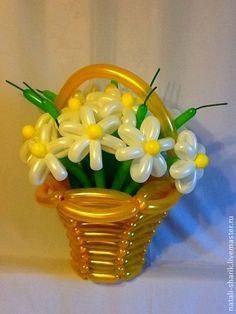 Regalos hechos a mano personales.  Masters Feria - Margaritas blancas hechas a mano en una canasta de oro ... Hecho a mano.