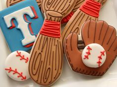 Baseball Cookies, from Sweet Adventures of Sugarbelle. Baseball Cookies, Baseball Snacks, Baseball Boys, Baseball Birthday, Baseball Party, 2nd Birthday, Birthday Ideas, Royal Icing Cookies, Cupcake Cookies
