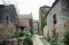 Châteauneuf-en-Auxois by these colours, via Flickr