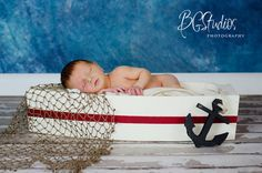 NEWBORN BOAT Photography PROP - Wooden Newborn Boat Photo Prop Protect your iPad or smartphones while boating, in an ingenious Splashtablet Case. Under $44 http://www.amazon.com/iPad-Case-Suction-Mount-Waterproof-Kitchen/dp/B00DBCMM2S                                                                                                                                                     Más