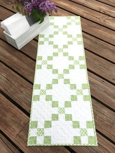 Strip Quilt Patterns, Strip Quilts, Quilting Patterns, Quilting Ideas, Quilt Blocks, Table Runner And Placemats, Table Runner Pattern, Quilted Table Runners, Table Topper Patterns