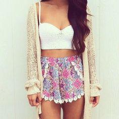 xo I really like how the shorts are the ones to bring a pop of colour<3