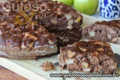 Este Bolo de Maçã com Chocolate é fofinho, delicioso e o aroma perfuma a casa, é #SemGlúten e #SemLactose!  #Receita aqui: http://www.gulosoesaudavel.com.br/2014/10/14/bolo-maca-chocolate/