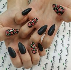 stiletto nails, black roses shared by r a c h e l Rose Nail Art, Rose Nails, Flower Nails, My Nails, Nail Manicure, Gel Nail, Gorgeous Nails, Pretty Nails, Nagel Piercing