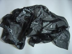 Sciarpa di chiffone in seta dipinta a mano nero di AdeleDaniele