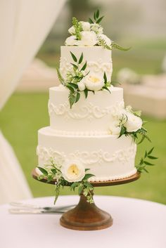 Greenery topped wedding cake | Rebecca Arthurs Photography | http://wedding.theknot.com/real-weddings/spring-weddings/articles/spring-wedding-trends.aspx?page=4