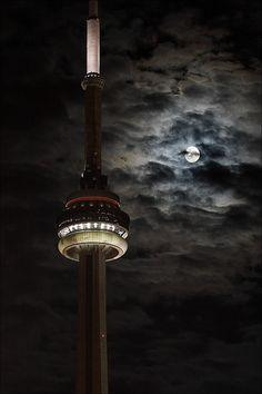 Weekly Photography Challenge - Shoot the Moon Toronto Ontario Canada, Toronto City, Toronto Travel, Wallpaper Toronto, Neon Wallpaper, Tour Cn, Toronto Photography, Lifestyle Photography, Inspiring Photography