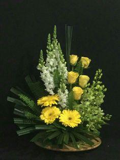 Funeral Floral Arrangements, Summer Flower Arrangements, Sunflower Arrangements, Ikebana Flower Arrangement, Rose Arrangements, Beautiful Flower Arrangements, Flower Vases, Beautiful Flowers, Altar Flowers
