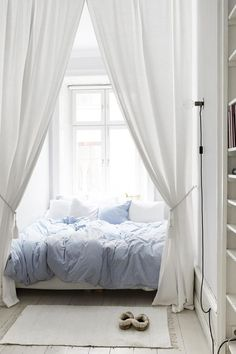 We asked a feng shui expert to tell us how to arrange a bedroom layout according to feng shui principles.