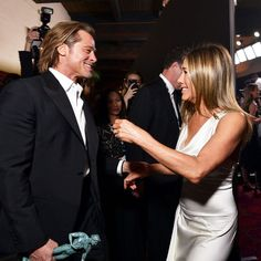"""Marie Claire Australia on Instagram: """"Us holding onto the new footage of #JenniferAniston and #BradPitt together again 😍 We've finally been given the first sneak peek at their…"""" Brad Pitt Jennifer Aniston, Jennifer Garner, Jennifer Lopez, Brad Pitt And Jennifer, Justin Timberlake, Justin Theroux, Beyonce, Rihanna, Jamie Lynn Spears"""
