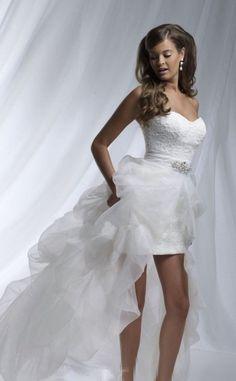 SUSANA- vestidos para bodas cortos,con escote corazon,tejidos utilizados encaje y organza,cola corta