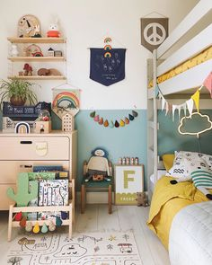 Boy& room in which the prints and bed linen changed and different sizes were used.- Jungenzimmer in dem die Drucke und die Bettwäsche gewechselt und verschiedene G… Boy& room where the prints and bedding … - Girl Room, Girls Bedroom, Ideas Habitaciones, Baby Boy Rooms, Kids Rooms, Kids Room Design, Baby Room Decor, Kid Spaces, Kids Decor