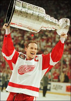 Steve Yzerman, former captain of the Detroit Red Wings - hoisting the Stanley Cup Detroit Hockey, Detroit Sports, Hockey Teams, Hockey Players, Ice Hockey, Sports Teams, Hockey Rules, Hockey Logos, Sports Pics