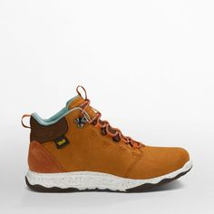 A lightweight, waterproof, leather hiking book sounds like a simple concept until you realize you've never seen one before. Introducing our Arrowood collection. Outfitted with luxe full-grain waterproof leather, this premium take on an adventure-seeking sneakerboot brings stepped-up style and function for your next walkabout. The mid-high Arrowood Lux WP features the featherweight comfort of FloatLite™ technology, our new foam construction that's both ultralight and durable.