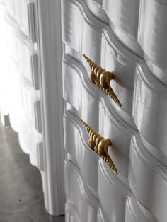decori handle collection D91 torcilione / shell gold color. 100% hand made in Italy www.marchettimaison.com