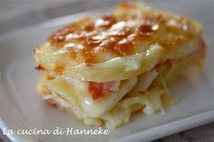 Pasticcio di patate, prosciutto e scamorza        Mess of potatoes, ham and smoked cheese