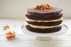 Naked cake de chocolate com compota de laranjinha kinkan Food Cakes, Cupcake Cakes, Chocolates, My Favorite Food, Favorite Recipes, Mini Cheesecake, Naked Cake, Chocolate Heaven, Just Cakes