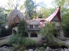 So very kewl!  Fairy tale cottage in the woods.
