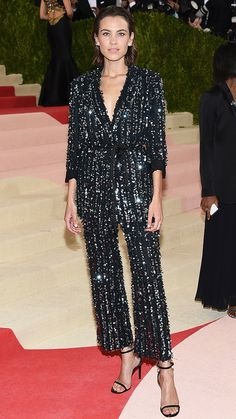 Alexa Chung no Tapete vermelho Met Gala 2016 Looks vestidos Blake Lively, Celebrity Red Carpet, Celebrity Style, Party Fashion, Fashion Outfits, Outfits Fiesta, Alexa Chung Style, Jessica Parker, Party Mode