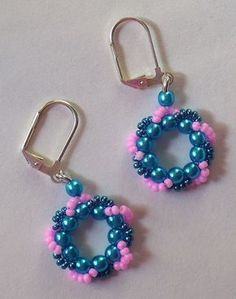 Beaded Wreath Earrings and Bracelet. Would be super cute in Christmas colors!