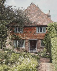 Isnt this cottage the most idyllic thing that you ever did see? Brick Cottage, Cottage Farmhouse, Cozy Cottage, Cottage Living, Cottage Homes, Cottage Gardens, French Farmhouse, Beautiful Buildings, Beautiful Homes