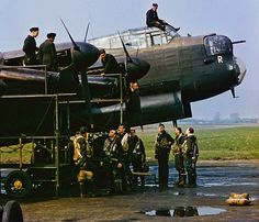 Lancaster ZN-Y Commander Guy Gibson with his crew stands in front of his bomber 'The Admiral Prune' at RAF Syerstone March 1943 Aircraft Photos, Ww2 Aircraft, Military Jets, Military Aircraft, Lancaster Bomber, Ww2 Planes, Battle Of Britain, Nose Art, Royal Air Force