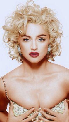 Madonna by Patrick Demarchelier / 1990 via robertocustodioart and dubstepcholla Madonna Vogue, Madonna Young, Madonna Fashion, Madonna Photos, Lady Madonna, 80s Fashion, Madonna Art, Patrick Demarchelier, Madona