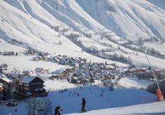 Le domaine de Saint Sorlin d'Arves offre 110 km de pistes entre 1500 et 2620 m d'altitude. Son exposition Est-Ouest lui confère un enneigement optimal jusqu'en fin de saison.